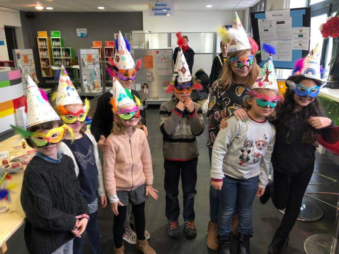 Enfants masqués activité loisirs Saint Jean De Luz
